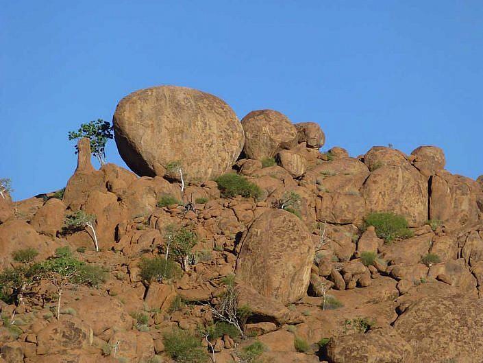 Große Gesteinslandschaften in Namibia.