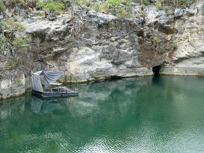 Otjikotosee ist ein See im Norden Namibias. Während es ersten Weltkrieges versenken die deutschen Schutztruppen waffen und Munition im See.