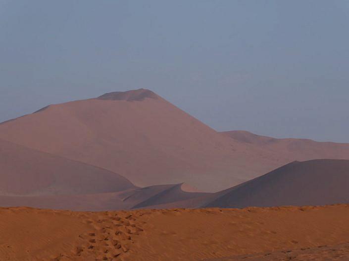 Die höchsten Dünen der Welt findet man in Namibia.